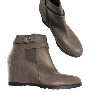 Unisa Wedge Booties Size 9.5
